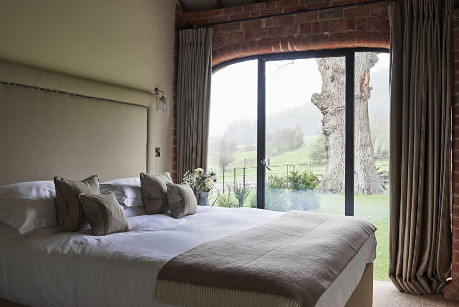 Castlemorton Barns Carthouse Bedroom2