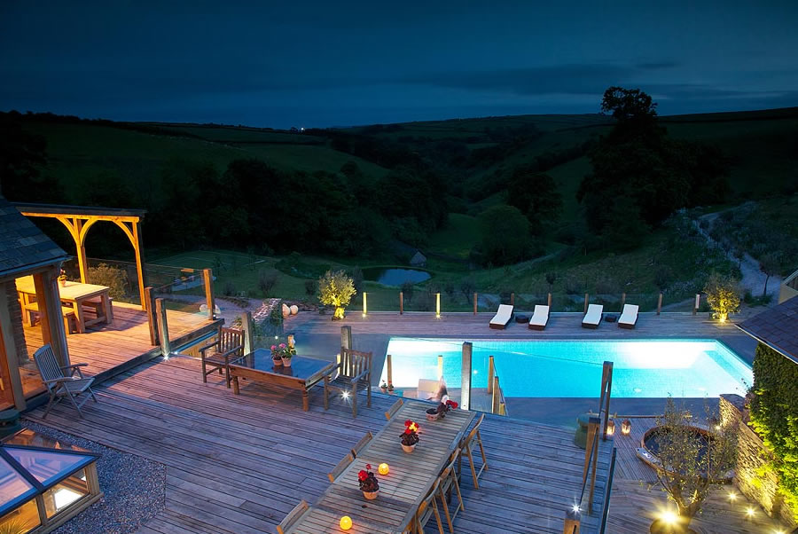 Vennlane House Devon Pool At Night